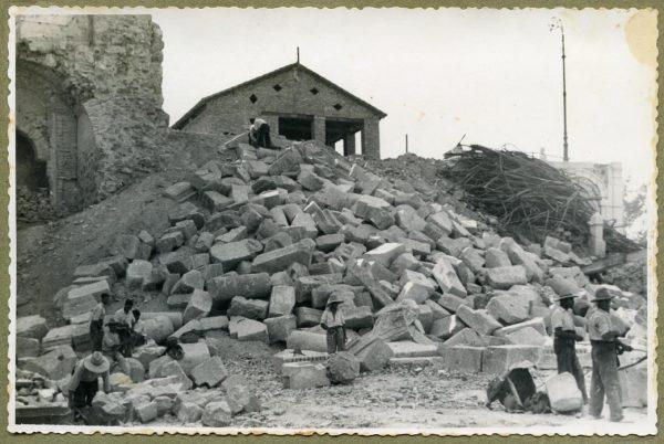 Año 1944-08-06 - Desescombro Fachada Este_6