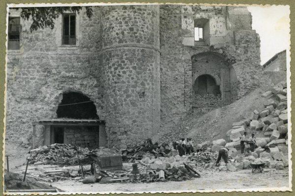 Año 1944-08-06 - Desescombro Fachada Este_7