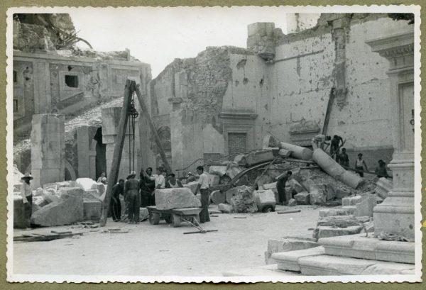 Año 1944-08-06 - Desescombro Patio de Carlos V_02