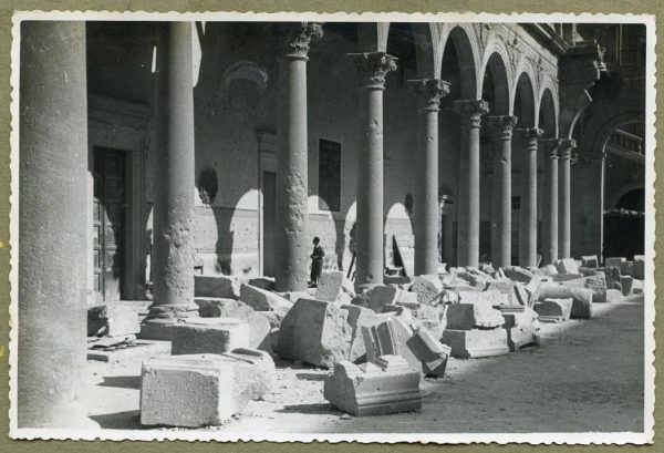 Año 1944-08-06 - Desescombro Patio de Carlos V_03