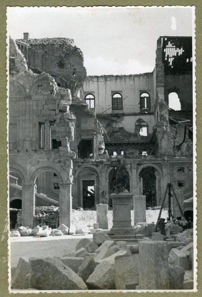 Año 1944-08-06 - Desescombro Patio de Carlos V_05