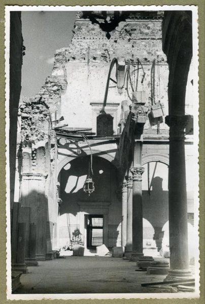 Año 1944-08-06 - Desescombro Patio de Carlos V_06