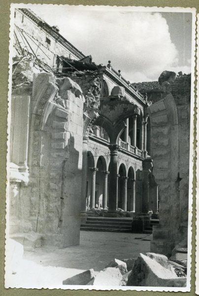 Año 1944-08-06 - Desescombro Patio de Carlos V_08