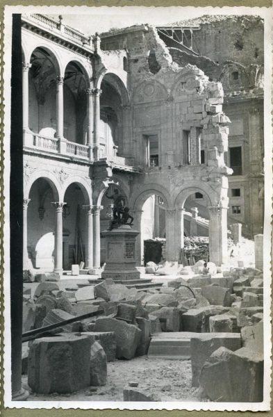 Año 1944-08-06 - Desescombro Patio de Carlos V_10