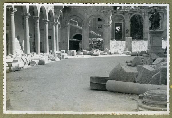 Año 1944-08-06 - Desescombro Patio de Carlos V_11