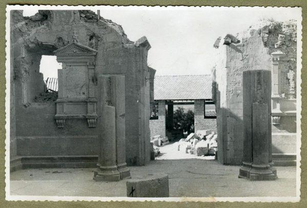 Año 1944-08-06 - Desescombro Patio de Carlos V_12