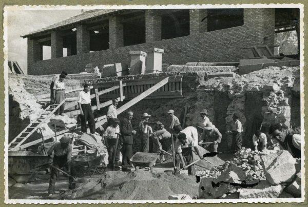 Año 1944-08-06 - Escalera de la fachada Norte_1