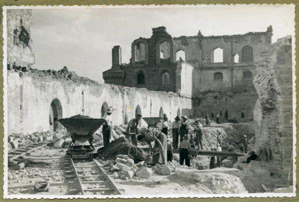 Año 1944-08-06 - Muro del camino del Corralillo_1