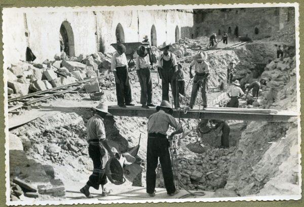 Año 1944-08-06 - Muro del camino del Corralillo_2