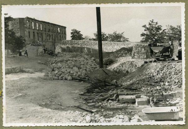 Año 1944-08-06 - Paso superior e inferior de la explanada del picadero_2