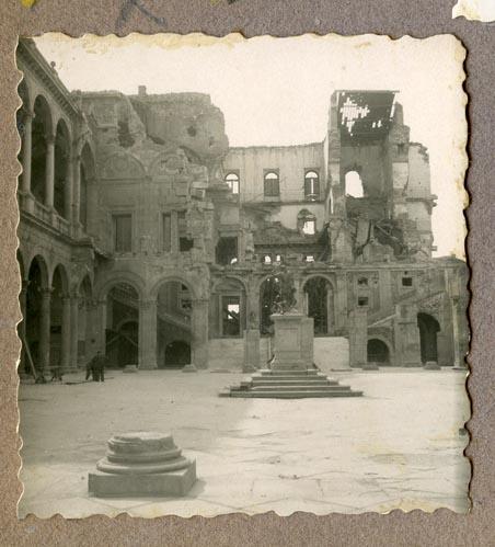 Año 1944-09-06 - Patio de Carlos V_03