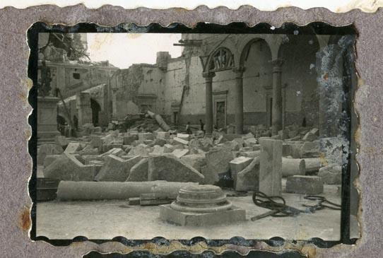 Año 1944-09-06 - Patio de Carlos V_04