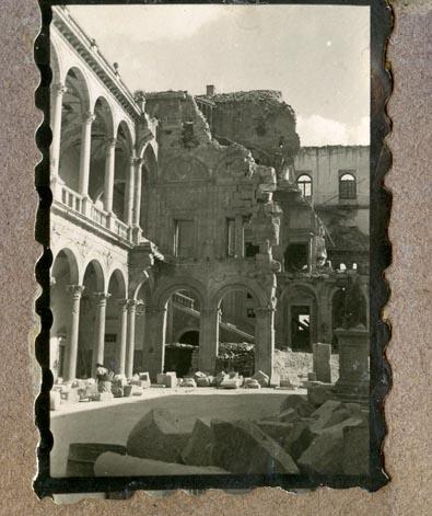 Año 1944-09-06 - Patio de Carlos V_05