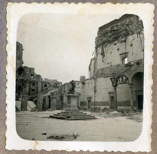 Año 1944-09-06 - Patio de Carlos V_06