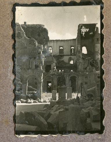 Año 1944-09-06 - Patio de Carlos V_09