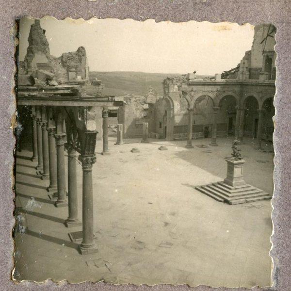 Año 1944-09-06 - Patio de Carlos V_12