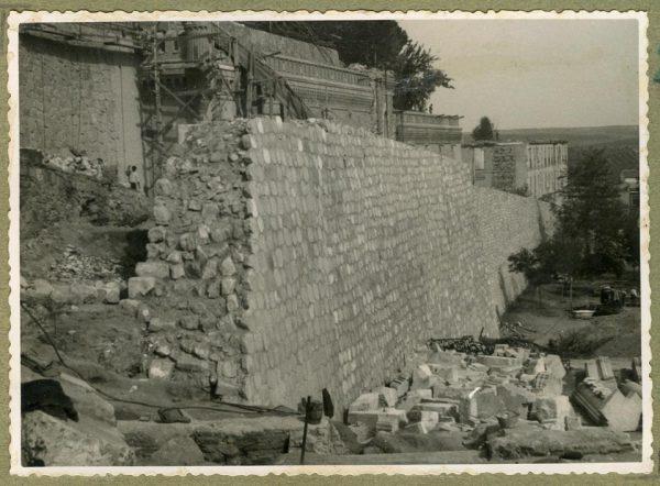 Año 1944-09-21 - Camino del muro almenado - Muro de contención_3
