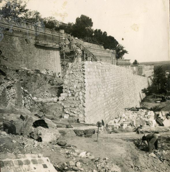 Año 1944-09-21 - Camino del muro almenado - Muro de contención_4