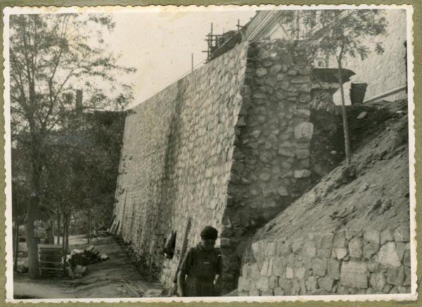 Año 1944-09-21 - Camino del muro almenado - Muro de contención_5