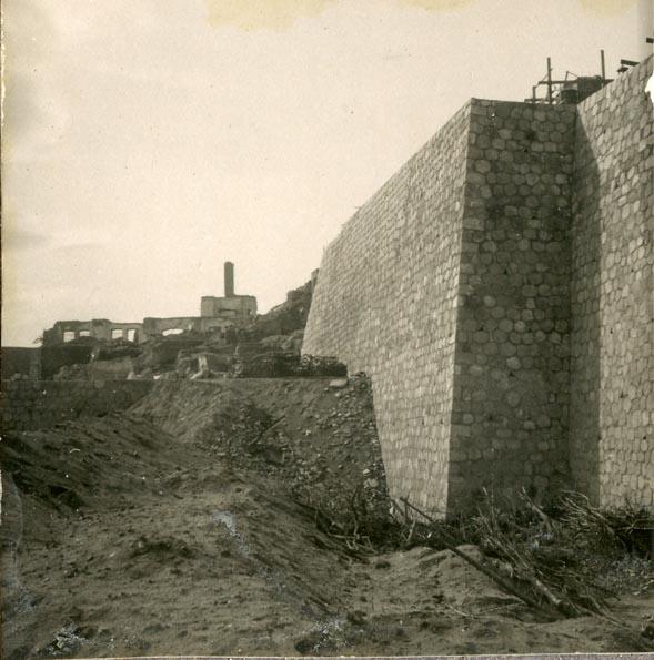 Año 1944-09-21 - Muro de contención del camino del muro almenado_2