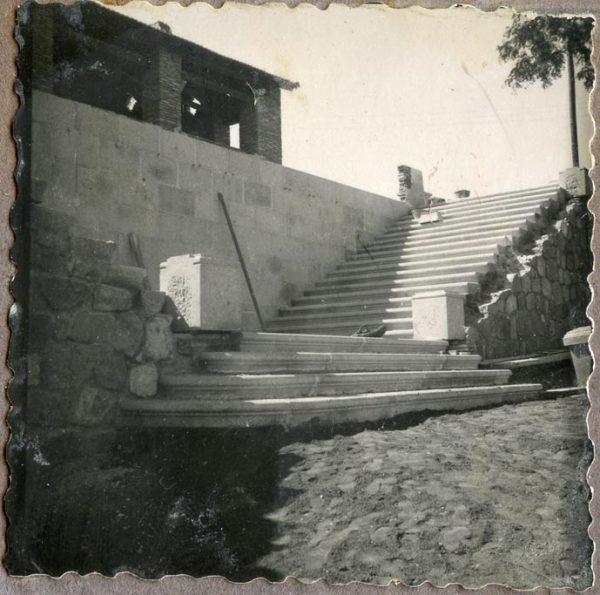 Año 1944-09-26 - Escalera de la Fachada Norte