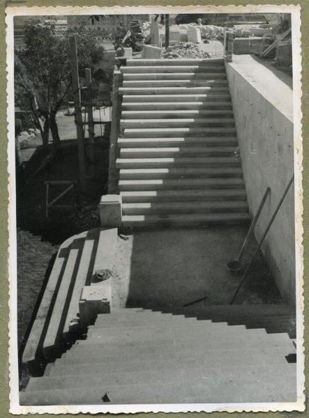 Año 1944-09-26 - Escalera fachada Norte