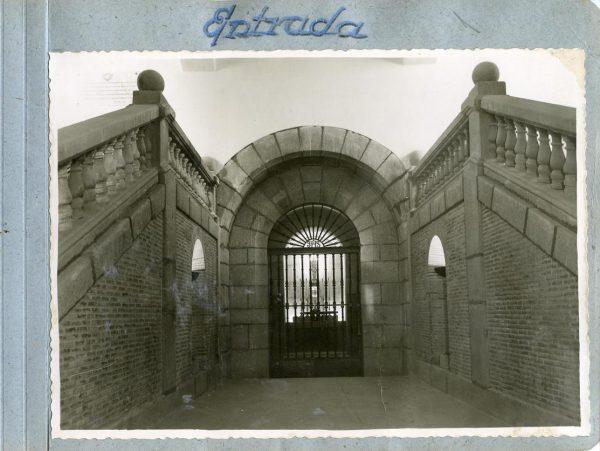 Año 1944-09-29 - Cripta_01 - Entrada