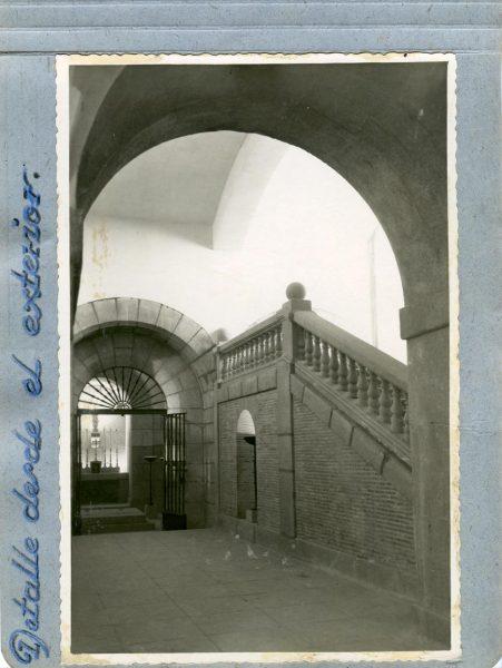 Año 1944-09-29 - Cripta_02 - Detalle desde el exterior