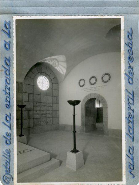 Año 1944-09-29 - Cripta_06 - Detalle de la entrada a la sala lateral derecha