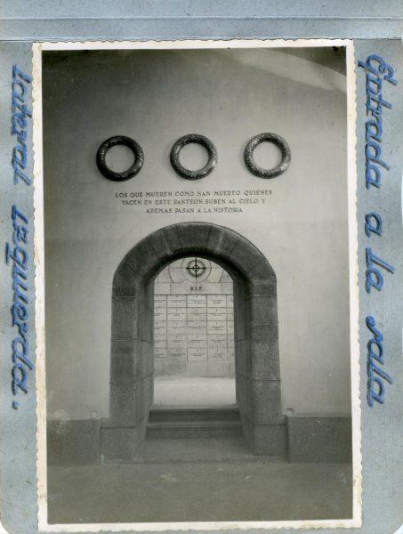 Año 1944-09-29 - Cripta_07 - Entrada a la sala lateral izquierda