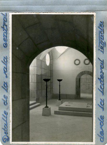 Año 1944-09-29 - Cripta_08 - Detalle de la sala central desde la lateral izquierda