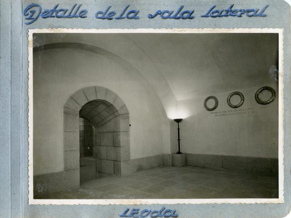 Año 1944-09-29 - Cripta_09 - Detalle de la sala lateral izquierda