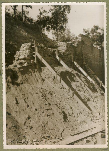 Año 1944-10-10 - Angulo de los caminos de entrada y muro almenado_1