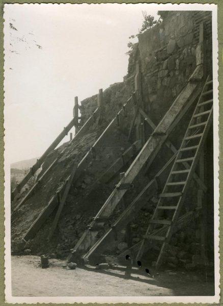 Año 1944-10-10 - Angulo de los caminos de entrada y muro almenado_2
