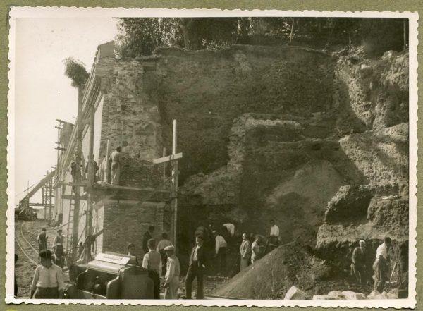 Año 1944-10-10 - Angulo de los caminos de entrada y muro almenado_3