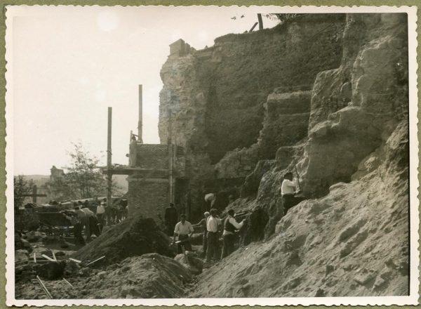 Año 1944-10-10 - Angulo de los caminos de entrada y muro almenado_4