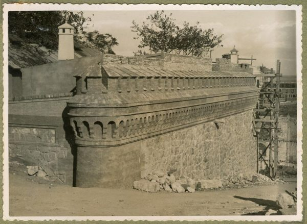 Año 1944-10-10 - Camino del muro almenado_1