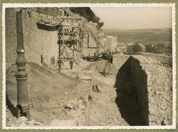 Año 1944-10-10 - Camino del muro almenado_3