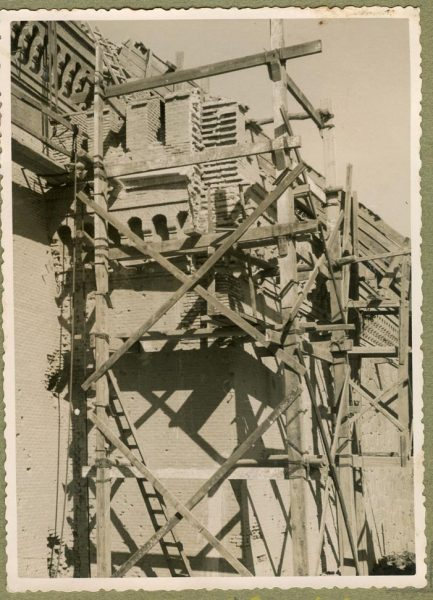 Año 1944-10-10 - Camino del muro almenado_4