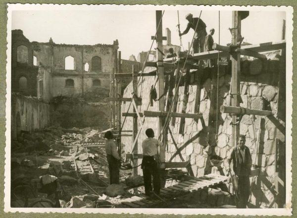 Año 1944-10-10 - Muro del camino del Corralillo