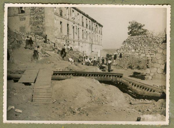 Año 1944-10-10 - Paso superior e inferior de la explanada del picadero_3
