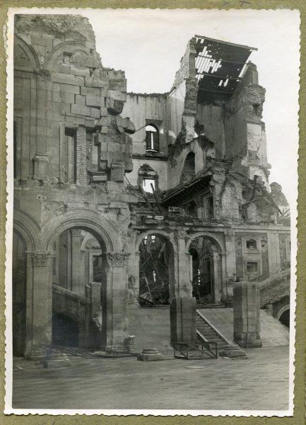 Año 1944-12-13 - Desescombro Patio de Carlos V_2