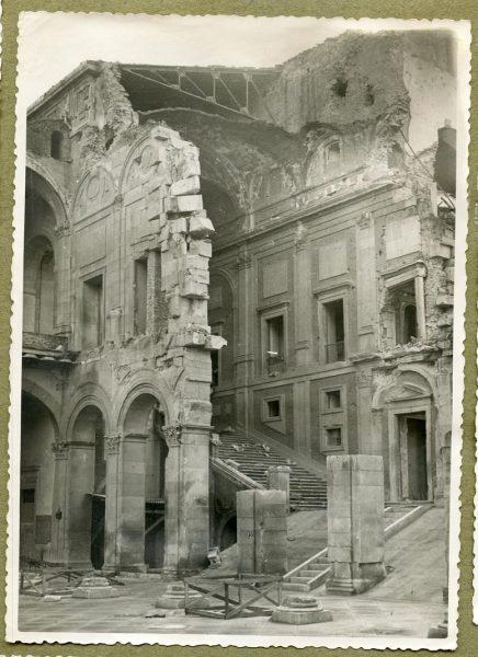 Año 1944-12-13 - Desescombro Patio de Carlos V_3