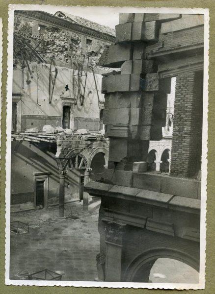 Año 1944-12-13 - Desescombro Patio de Carlos V_4