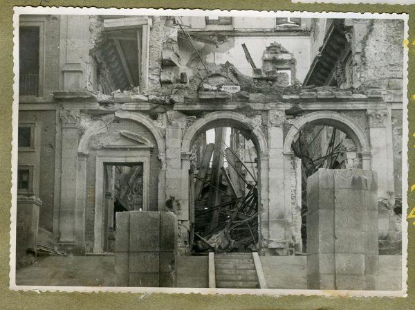 Año 1944-12-13 - Desescombro Patio de Carlos V_5