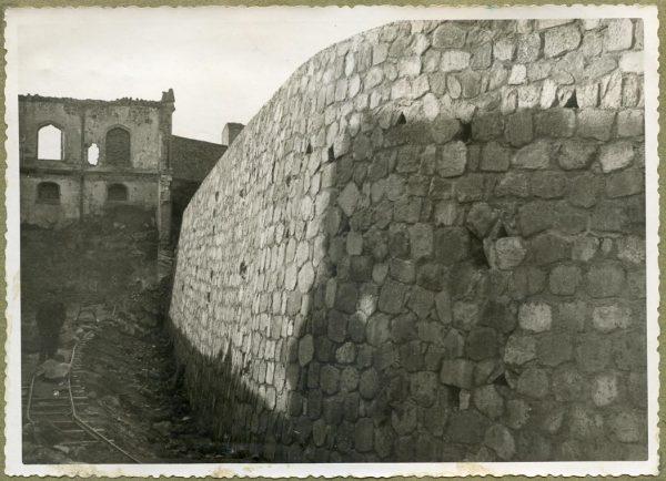 Año 1944-12-13 - Muro del camino del Corralillo