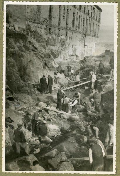 Año 1944-12-13 - Paso superior e inferior de la explanada del picadero