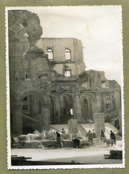 Año 1945-01-03 - Desescombro Patio de Carlos V_2