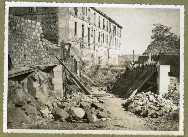 Año 1945-01-11 - Paso superior e inferior de la explanada del picadero_1