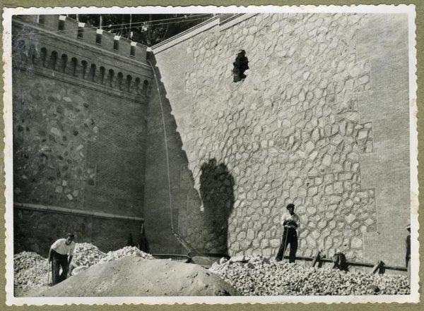 Año 1945-08-28 - Angulo de los caminos de entrada y muro almenado_1